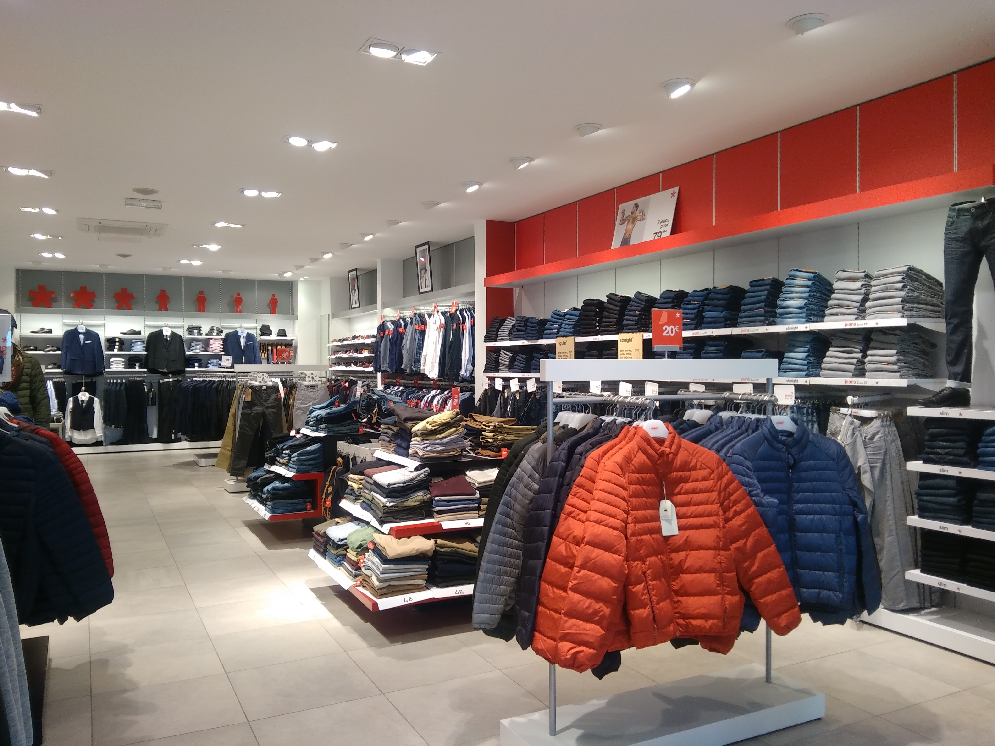 Magasin celio foug res v tements pour hommes r f renc for Horaire piscine fougeres