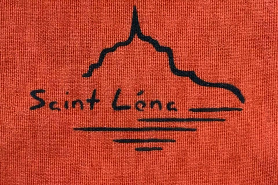 Boutique Saint Léna, collection unique, exceptionnelle de tissus et objets de décoration, inspirés de la Baie du Mont Saint-Michel. Découvrez aussi «L'autre Salon» Atypique Salon de Coiffure.