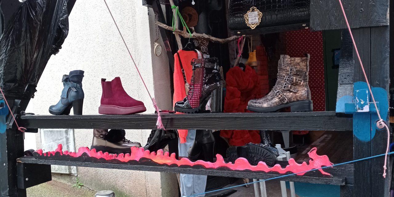 Découvrez Créations Artistiques et Atypiques de Chaussures ! Egalement Chaussures Originales et Vêtements !
