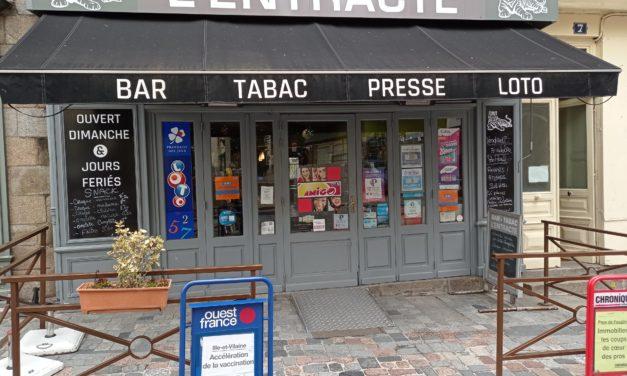 Découvrez le Bar de l'Entracte à Fougères. Tabac, presse, loto, vape et petite restauration. Notre terrasse vous attends !