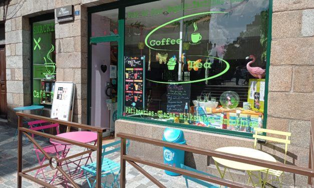 Venez vite découvrir COFFEE TEA à Fougères ! Snacking, café, glaces, smoothies et hot dog. Sur place ou à emporter. Terrasse ouverte.